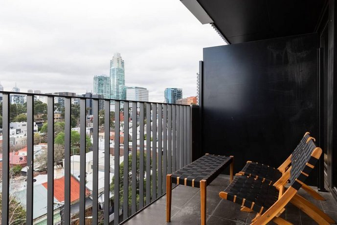 South Melb Apartment w/ Netflix Wifi + City Views