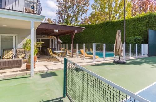 1048 - Beverly Hills Tennis Retreat