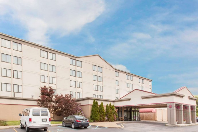 Ramada by Wyndham Clarks Summit Near Scranton