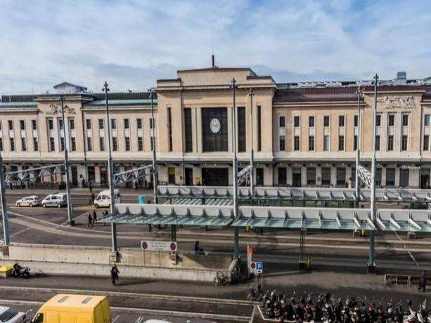 Hotel Cornavin, Geneva - Compare Deals