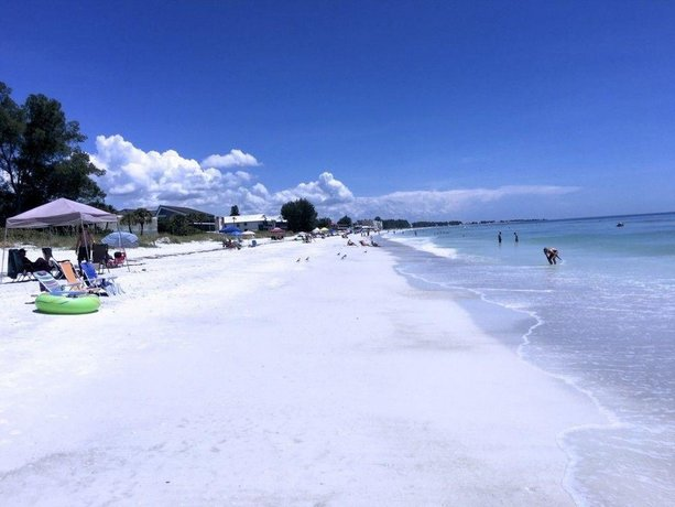 The Anna Maria Island Beach Breeze