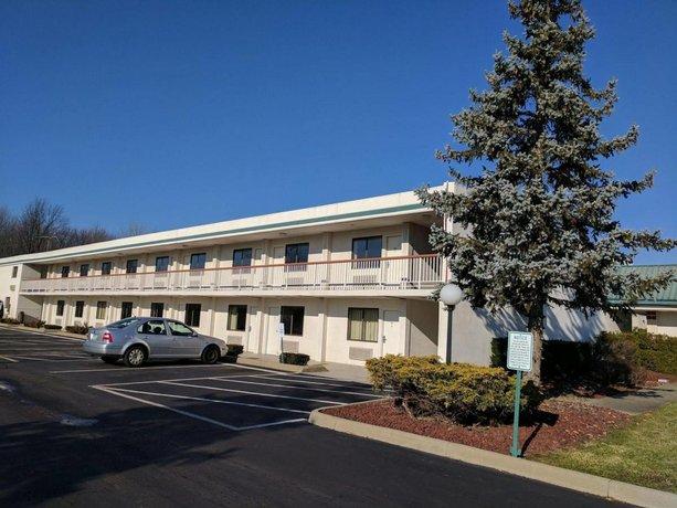 Super 8 Motel Elyria