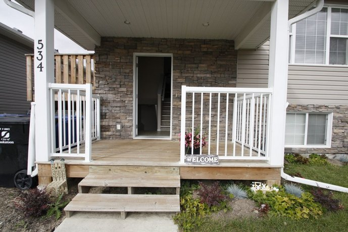 Hampton 3bd 2br near Airport by Prowess