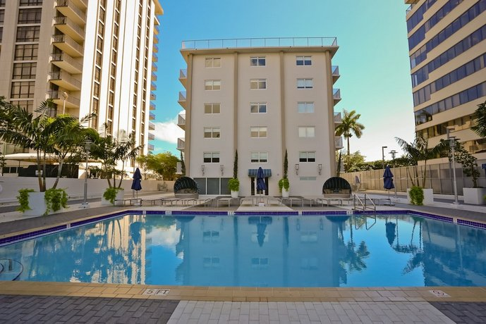 Coconut Grove Apartments by NUOVO