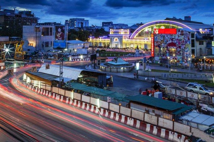 At Hua Lamphong @ Hua Lamphong