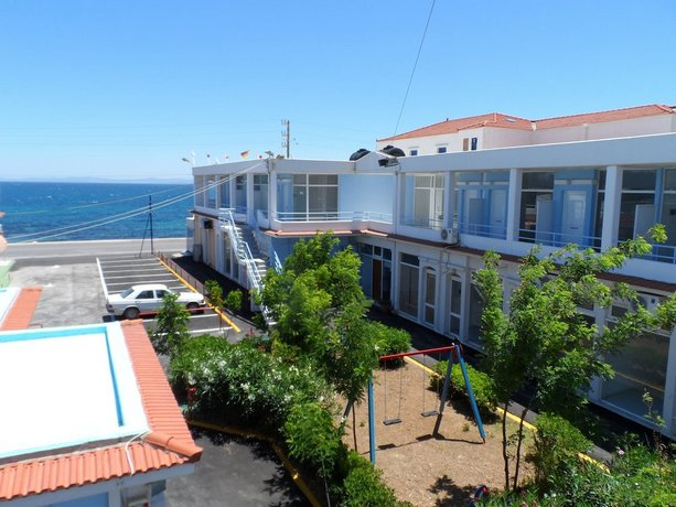 Seafront Studios and Apartments