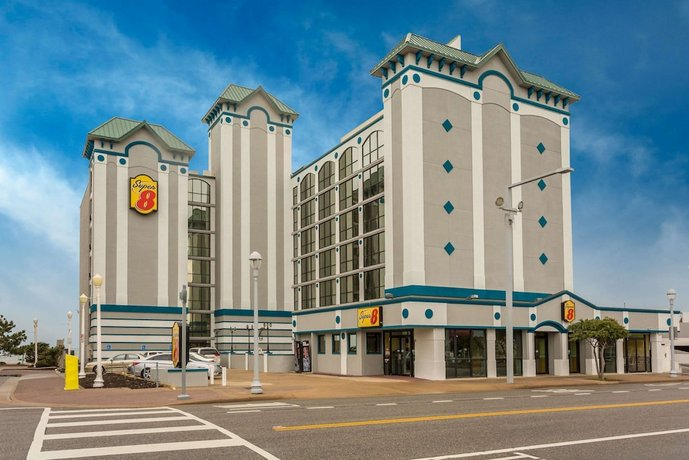 Super 8 by Wyndham Virginia Beach Oceanfront Hotel