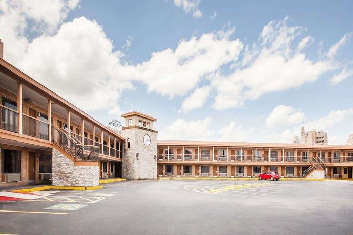 Days Inn by Wyndham San Antonio Alamo Riverwalk