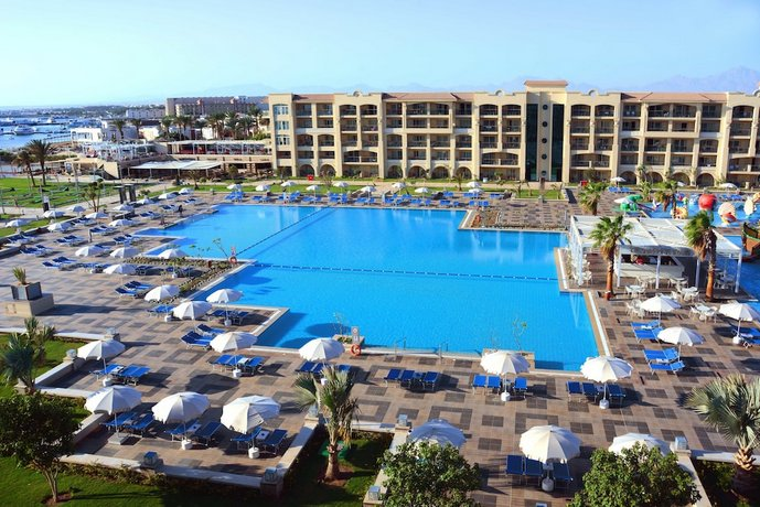 Albatros White Beach Hotel
