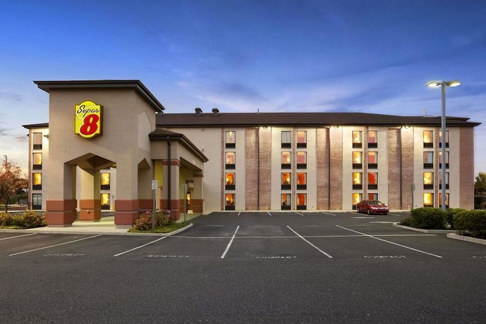 Super 8 by Wyndham Mount Laurel Hotel