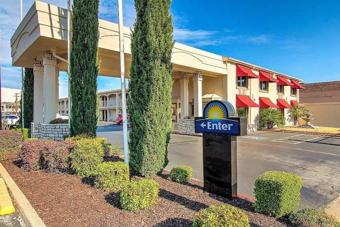 Days Inn by Wyndham Market Center Dallas Love Field