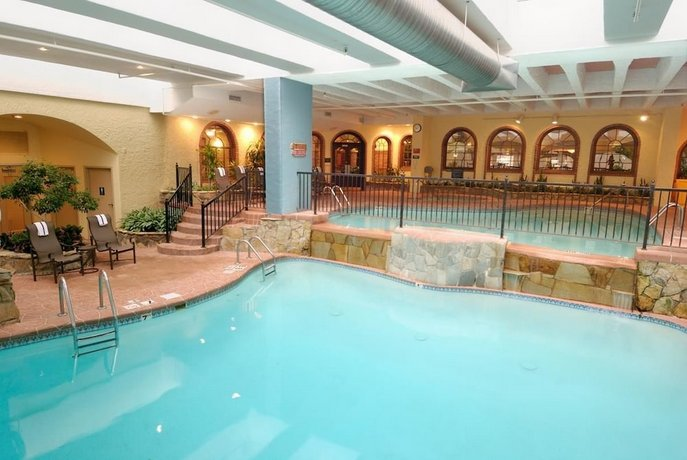 Embassy Suites Kansas City Plaza Compare Deals