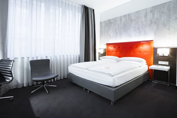 Select Hotel Berlin The Wall