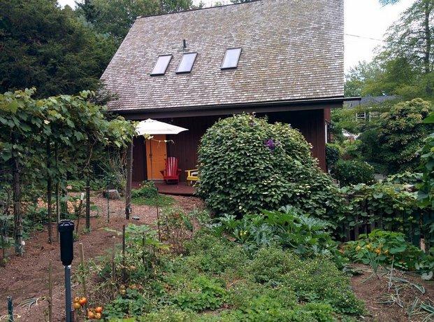 Adams Knightswood Carriage House Tourist Home