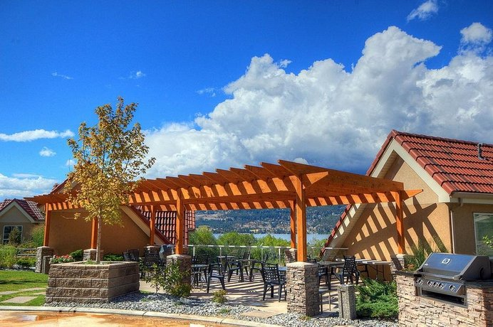 Discovery Bay Resort by Discover Kelowna Resort Accommodations