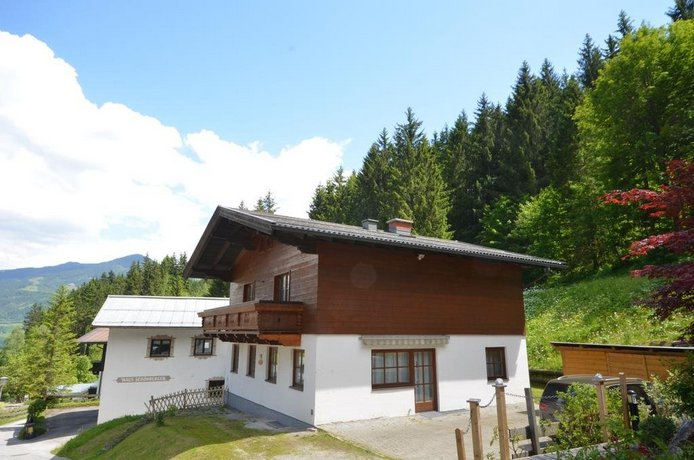 Ski-in / Ski-out Chalet Kriekels by Alpen Apartments