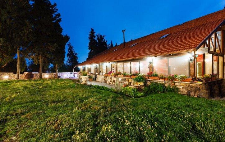 Hunter's Lodge Neve Ativ