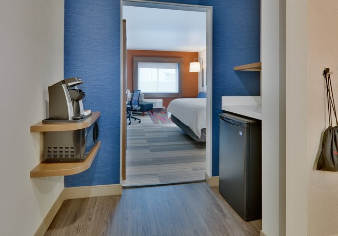 Holiday Inn Express & Suites - Plano East