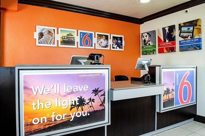 Motel 6 Modesto Downtown - Compare Deals