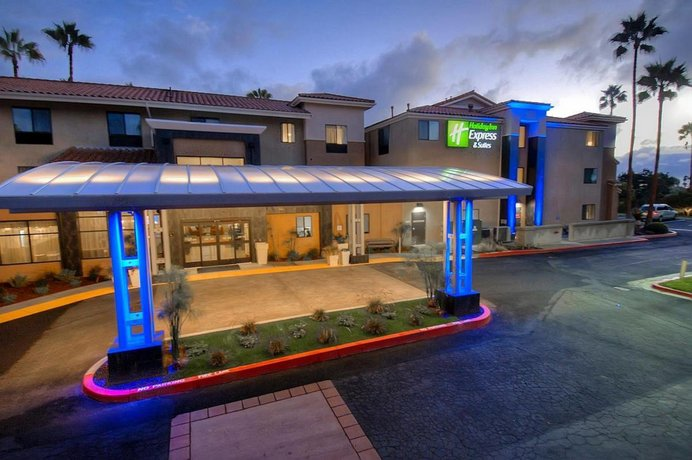 Holiday Inn Express Hotel & Suites Carlsbad Beach