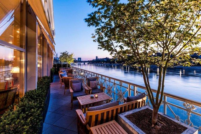 מלון גראנד לס טרויס רוייס צילום של הוטלס קומביינד - למטייל (2)