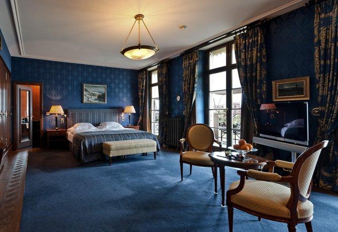מלון גראנד לס טרויס רוייס צילום של הוטלס קומביינד - למטייל (3)