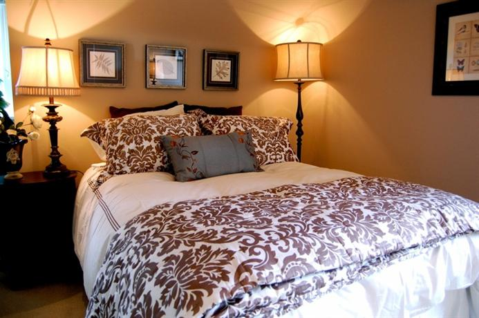 cherry blossom bed and breakfast vancouver compare deals. Black Bedroom Furniture Sets. Home Design Ideas