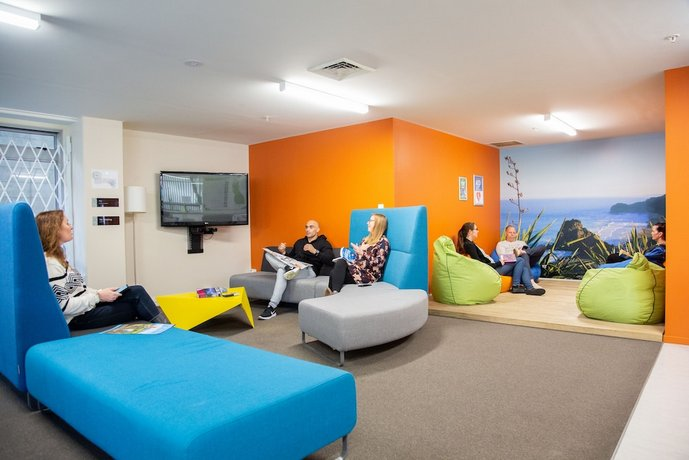 Super City Lodge Backpackers Accommodation Auckland Compare Deals Dailytribune Chair Design For Home Dailytribuneorg