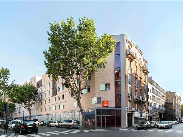 Adult Guide in Clichy
