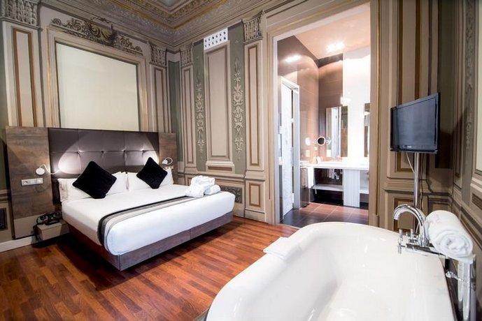 מלון פטיט פאלאס בוקריה גארדן צילום של הוטלס קומביינד - למטייל (2)