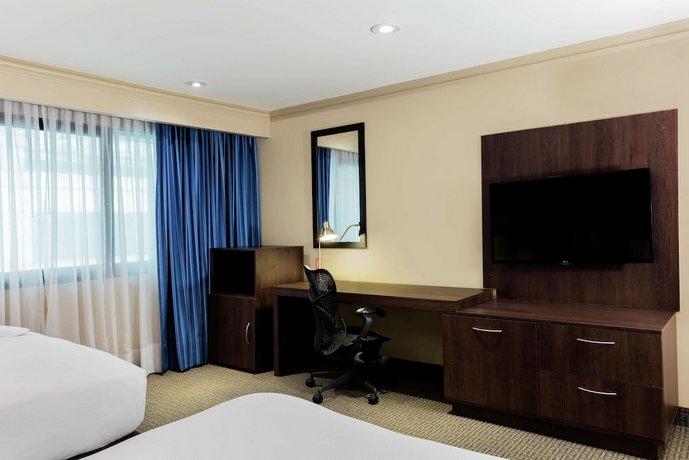 מלון הילטון מקסיקו סיטי איירפורט צילום של הוטלס קומביינד - למטייל (2)