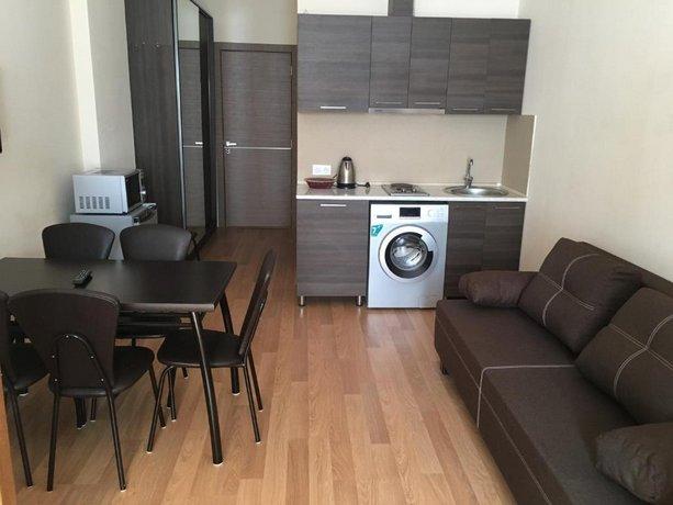 Nikoloz Apartment Redco
