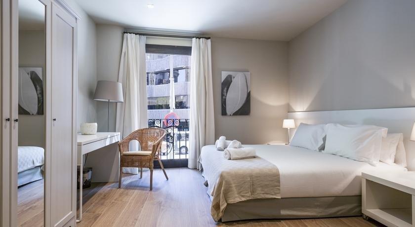 מלון דירות ברצלונה 226 סנטר אקסקלוסיב צילום של הוטלס קומביינד - למטייל (1)