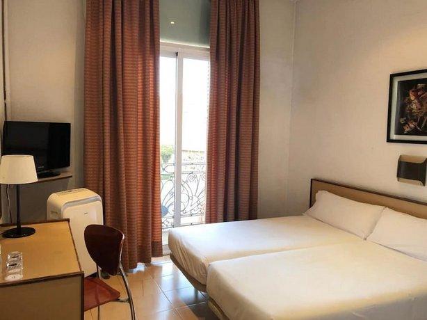 מלון מדיום מונגל צילום של הוטלס קומביינד - למטייל (3)