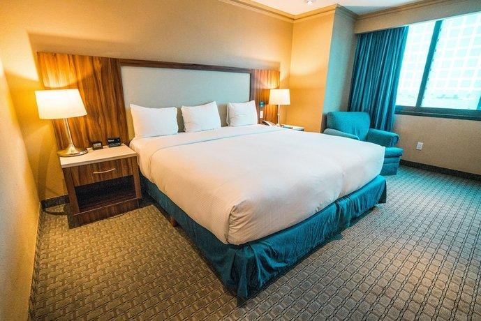 מלון הילטון מקסיקו סיטי איירפורט צילום של הוטלס קומביינד - למטייל (1)