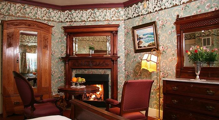 Martine inn pacific grove offerte in corso for Victorian corner fireplace