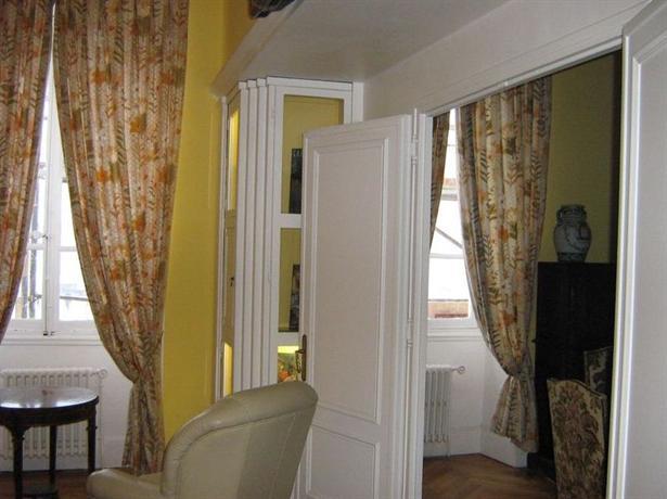 chambre et table d 39 hote le blason nice compare deals. Black Bedroom Furniture Sets. Home Design Ideas