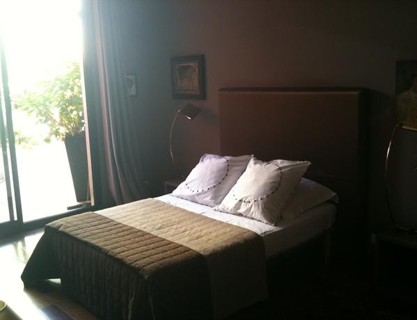 Les chambres de l 39 abbaye marseille compare deals - Chambre syndicale de l habillement marseille ...
