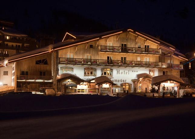 Hotel le samovar val d 39 isere compare deals for Hotels val d isere