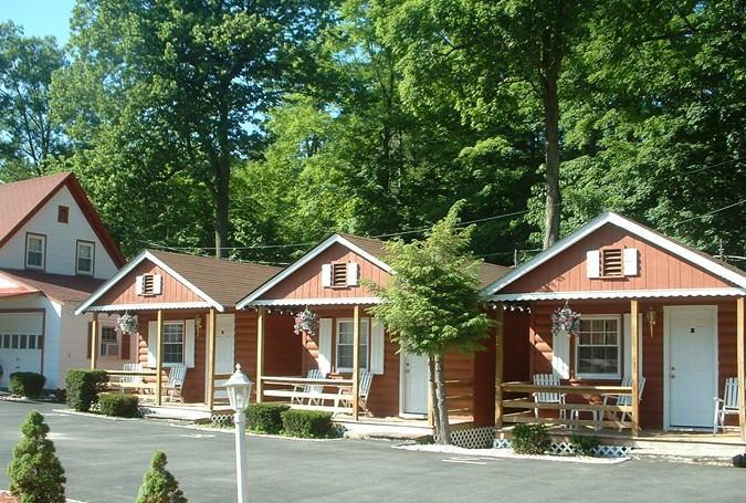 Seven dwarfs motel cabins lake george offerte in corso for Cabin cabin in wisconsin dells con piscina all aperto