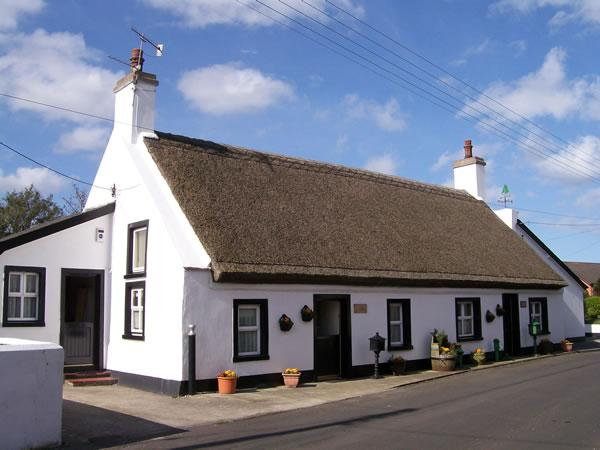 Fools Haven Thatched Cottage Carrickfergus