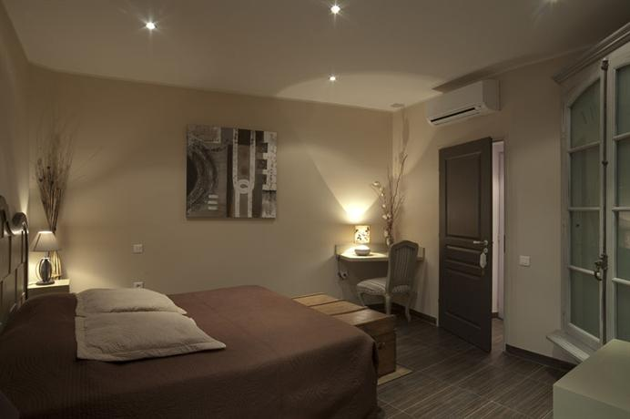 la demeure du pareur villeneuve minervois comparez les offres. Black Bedroom Furniture Sets. Home Design Ideas