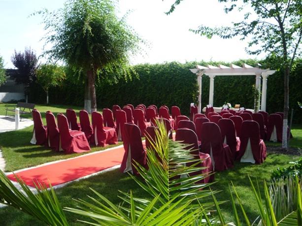 Hotel complejo paris illescas compare deals - Illescas garden ...