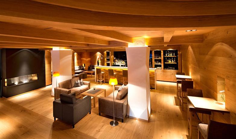 Hotel stella selva di val gardena compare deals for Design hotel val gardena