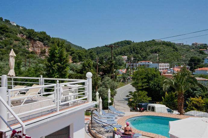 Rea hotel skiathos skiathos town compare deals for Skiathos hotels