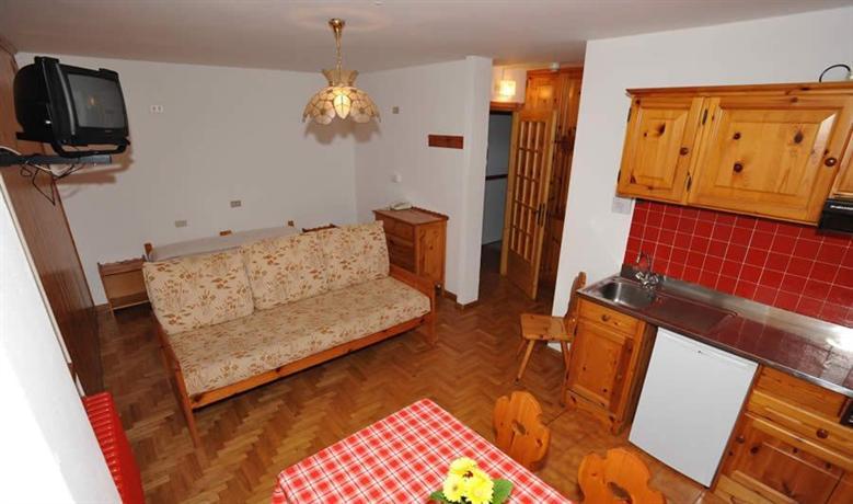 Meuble residence sci sport bormio compare deals for Hotel meuble della contea bormio
