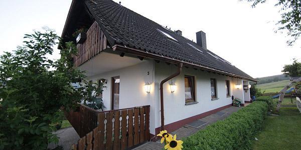 Haus am berg lenzkirch compare deals for Modernes haus am berg