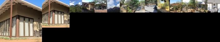 Ukuthula Cottages - luxury bed in the bush'