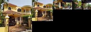 La casa de las flores Villa Montellano
